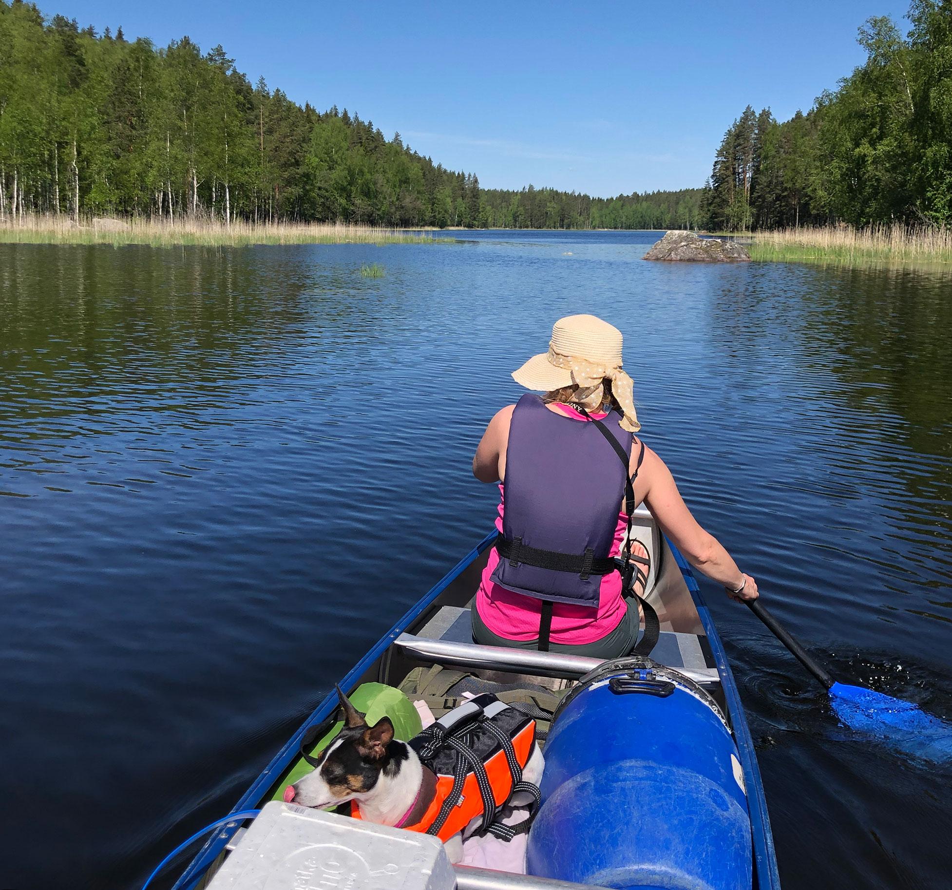 Kolevedellä melomassa kanootilla.