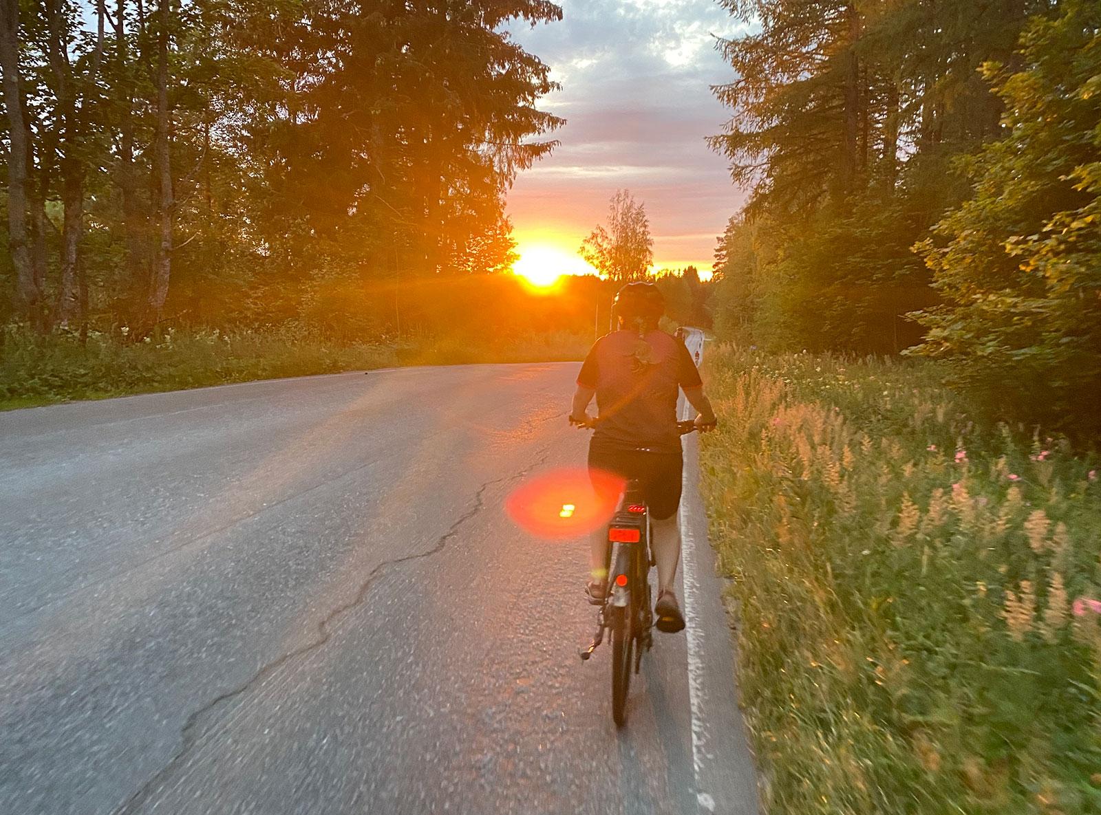Auringonlasku Äitsaaressa hienäkuussa