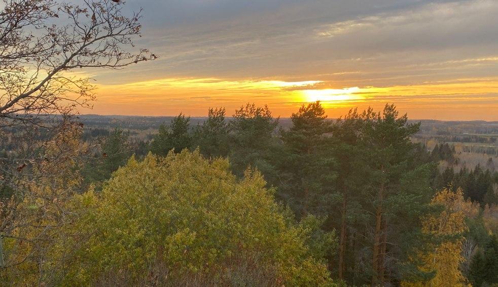 Maisema Imatran Mellonmäeltä kohti auringonlaskua